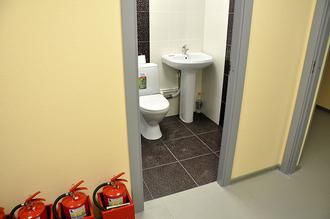 У нас есть туалет для самых маленьких.